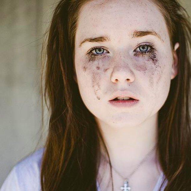 5. Binbir uğraşla yaptığın göz makyajının bir anlık göz kaşınmasıyla darmadağın olması.