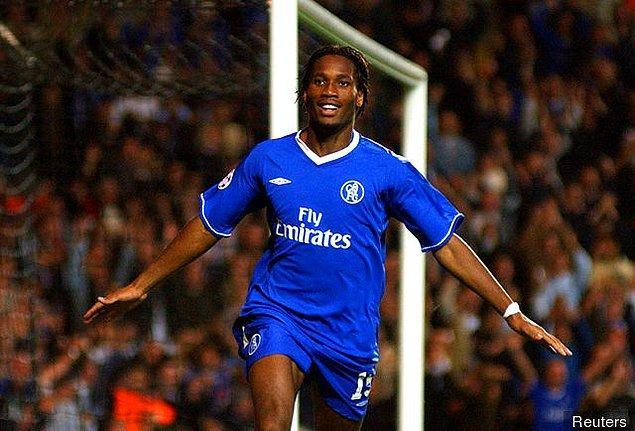 Her sezon gösterdiği başarılı performans ile transferin gözde isimlerinden olmayı başaran Drogba, 2004 yılında 38.5 milyon euro karşılığında Chelsea'ye transfer oldu.