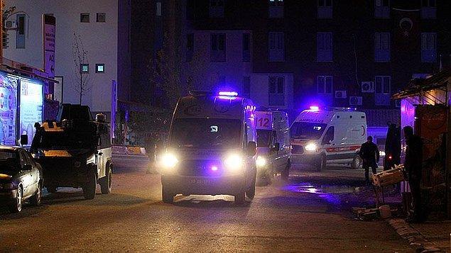 Yaralı askerler, helikopterde indirildikten sonra hazır bekleyen ambulanslarla Hakkari ve Yüksekova Devlet hastanelerine kaldırılarak tedavi altına alındı.