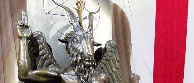 Ülke genelinde 15 tapınağı olan grup, daha önce dizide kullanıldığını iddia ettikleri tanrılarının heykelini dikmişti