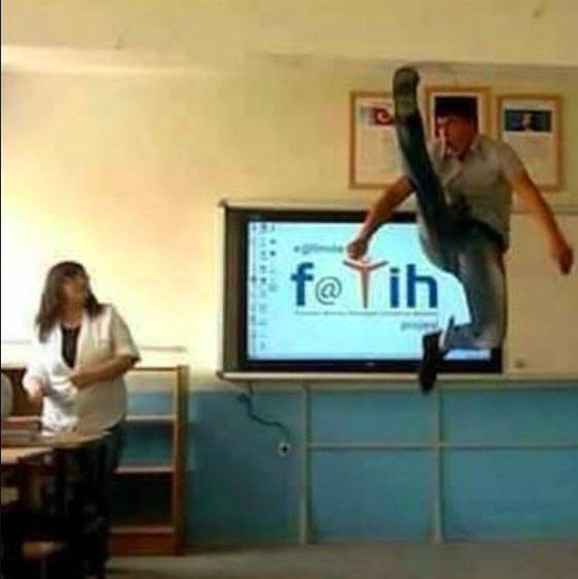9. Oraya nasıl zıpladın, o bacağı nasıl o kadar kaldırdın sen?