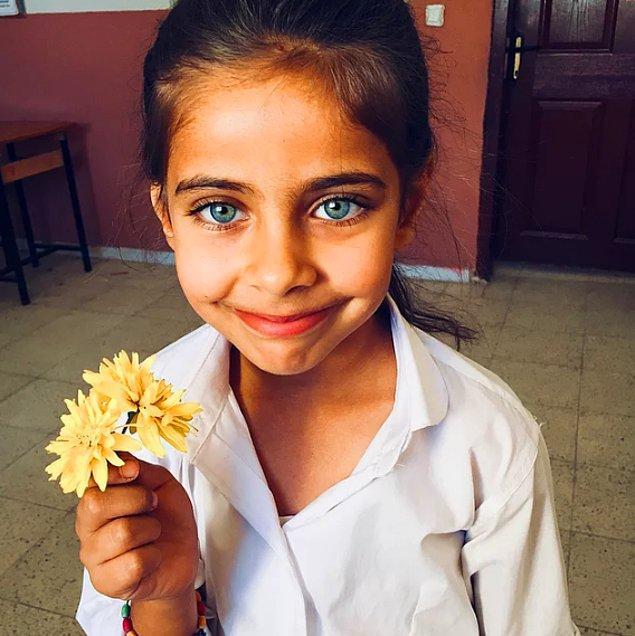 Öğrencilerin mutluluğu gözlerinden okunuyor. 💜