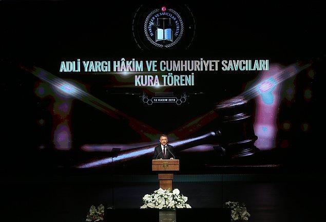Cumhurbaşkanı Yardımcısı Fuat Oktay ve Adalet Bakanı Abdulhamit Gül'ün katılımıyla gerçekleştirilen adli ve idari yargı hakimleri ile Cumhuriyet savcılarının kura töreninde konuşmalar öncesinde Cumhurbaşkanı Erdoğan'ın mesajı okundu.