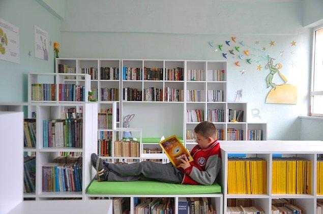 1. Belki de bir kitap okuyacaklar, hayatları değişecek: Geleceğe Gülümse'de Kütüphane