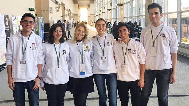 1. ODTÜ Geliştirme Vakfı Özel Lisesi iGEM takımı, 42 ülkeden 400'e yakın takımın katıldığı, ABD'de düzenlenen yarışmada dört dalda gümüş madalya kazandı.