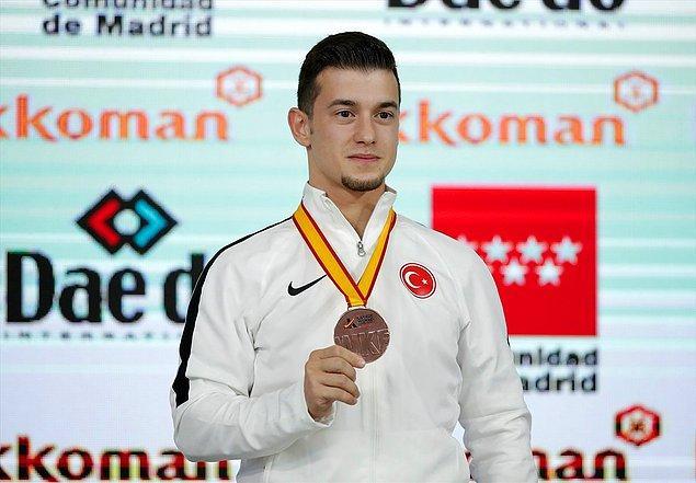 7. Sporcumuz Ali Sofuoğlu, İspanya'daki 24. Dünya Karate Şampiyonası'nda dünya üçüncülüğünü elde etti.