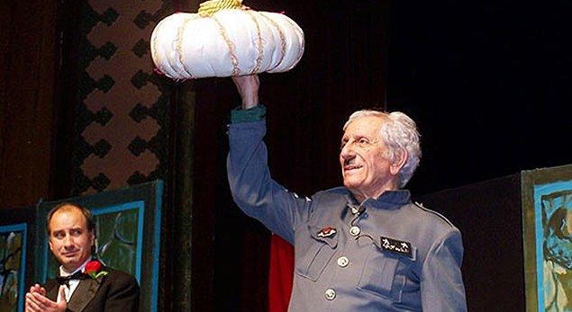 Elliden fazla ödüle layık görülen ve 1998 yılında devlet sanatçısı unvanını alan büyük usta Nejat Uygur 2007 yılında beyin damarlarında oluşan tıkanıklık nedeniyle kısmi felç geçirdi.