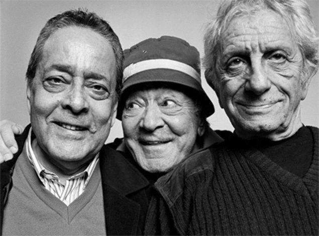 18 Kasım 2013 günü de solunum yetmezliği sebebiyle aramızdan ayrıldı. 86 yıllık ömrüne yüzlerce oyun, kahkaha, gözyaşı ve mutluluk sığdırdı; bambaşka bir tiyatro inşa etti.