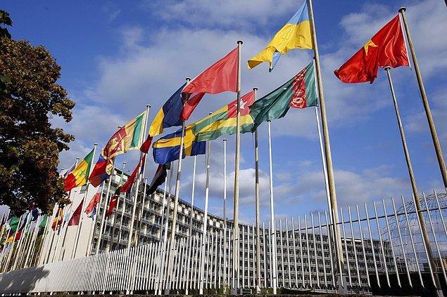 1945'de Birleşmiş Milletler Eğitim, Bilim ve Kültür Örgütü (UNESCO) kuruldu.