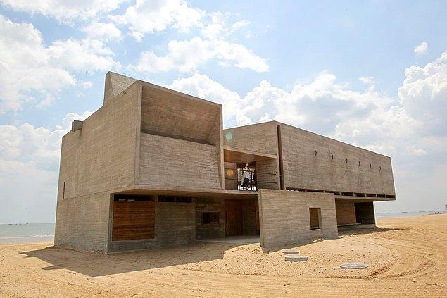 """7. Çin'in """"en yalnız kütüphanesi"""" Qinhuangdao'da bulunuyor."""