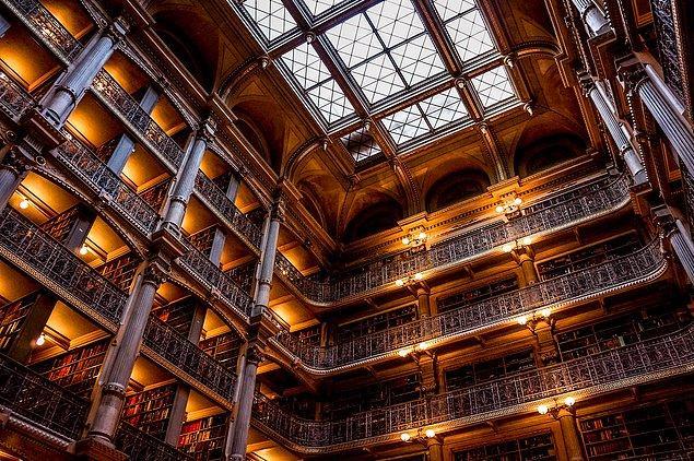 12. Baltimore'da bulunan bu kütüphane ise kelimenin tam anlamıyla bir labirent gibi...