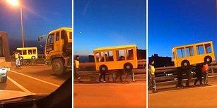Otobüs Kostümü Giyerek Köprüden Yürüyerek Geçmeye Çalışan Ruslar