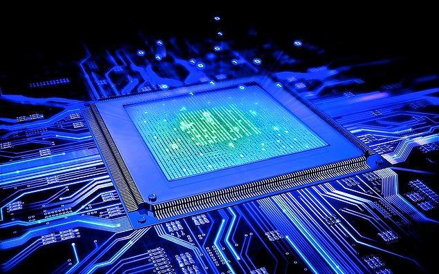 15 Kasım 1971'de Intel şirketi, dünyanın ilk ticari tek çipli mikroişlemcisi olan 4004'ü satışa sundu.