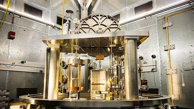 Yarın Fransa'da gerçekleşecek konferans sonucunda kilogramı artık Planck sabitiyle tanımlayacağız.