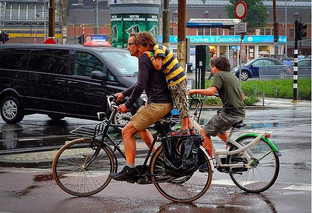 Bisiklet kullanırken yaşamını yitiren insan sayısının en yüksek olduğu yer Hollanda.