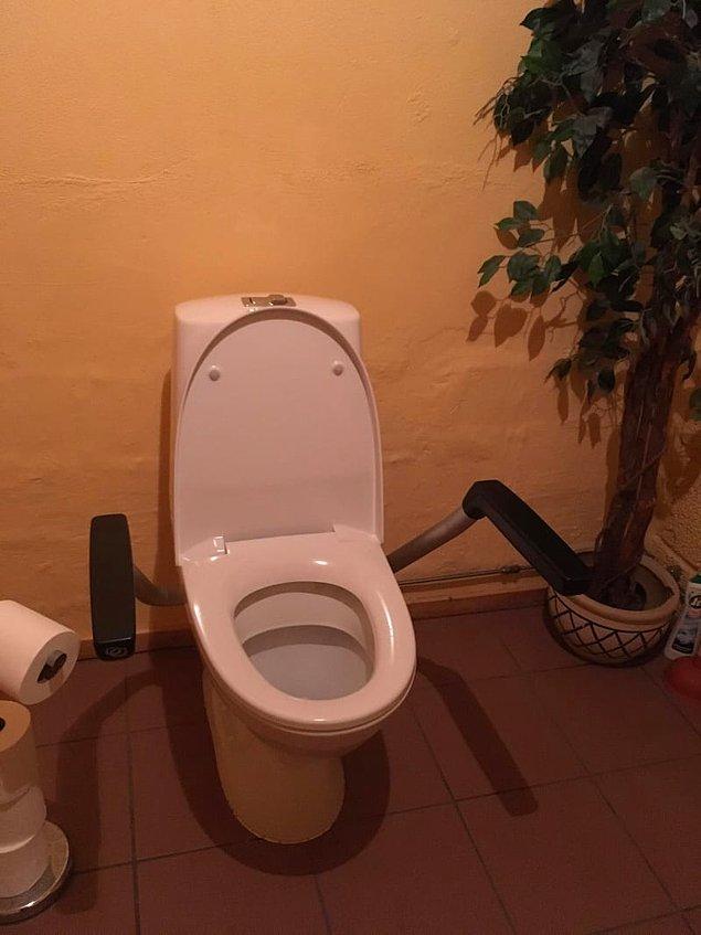 8. Banyoda uzun süre geçirmeyi planlıyorsanız, bazı tuvaletlerde kol dayama yerleri bulunur;