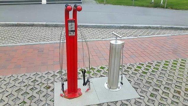 13. Bir motorcu ya da bisikletçi iseniz, bu istasyonda aracınızı ücretsiz onarabilirsiniz;