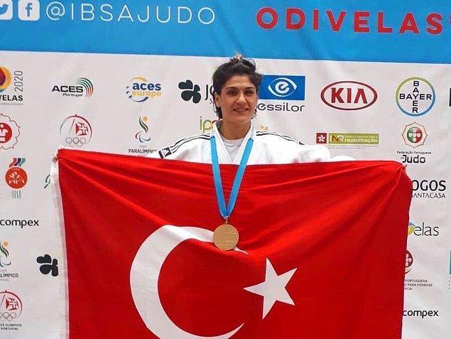 Portekiz'in Odivelas kentinde 40 ülkeden 268 sporcunun katıldığı şampiyonada mücadele eden milli sporcu Zeynep Çelik, finalde karşılaştığı Japon Junko Hirose'yi mağlup eden milli sporcu, judoda dünya şampiyonluğuna ulaştı.