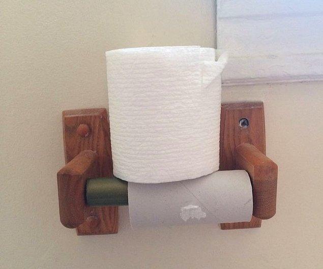 """14. """"Eşim tuvalet kağıdını böyle değiştiriyor."""""""