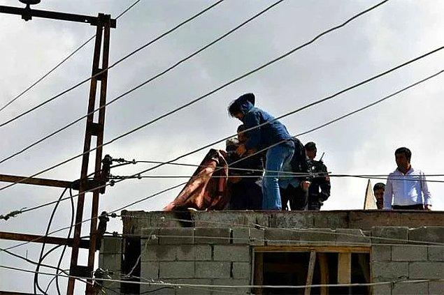 39. Bayram gelmiş neyime? - İnşaatta çalışırken elektrik akımına kapılan çocuk işçi ve onu kurtarmak isterken can veren babası