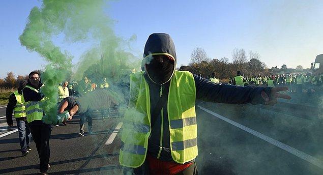 'Sarı Yelekliler' hayat pahalılığını protesto için sokakta: Ülkenin %73'ü eylemleri destekliyor