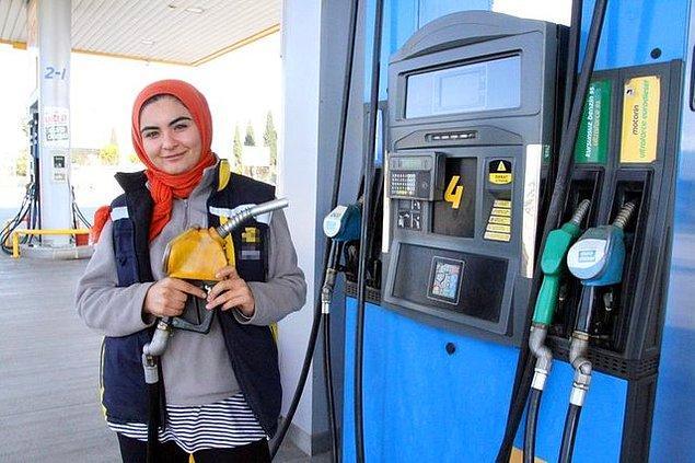 Son olarak İzmir'de bir benzin istasyonunda pompacı olarak işe başladı.