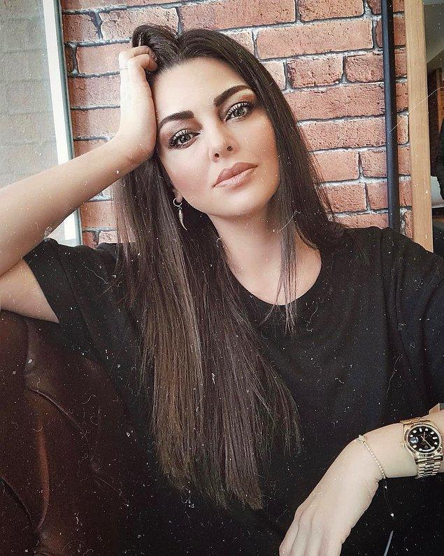 """""""Gelinim Olur Musun?"""" programının ünlü gelin adayı Sinem Umaş, yarışma sonrası denediği şarkıcılıkta aradığını bulamayınca gözlerden uzak bir hayatı seçmişti."""