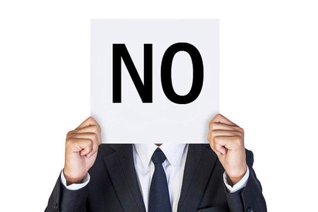 8. Hayır kelimesi onun için hafta sonlarının vazgeçilmezidir. Sevgili arkadaşlarının davetlerini kibarca reddeder.