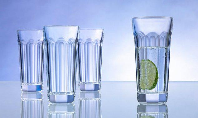2. Eğer bir içeceği az tüketmek istiyorsanız, daha uzun ve ince bardaklarda için.