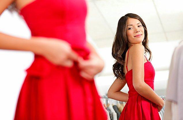 8. Bir beden küçük bir elbise ya da pantolon satın alın ve görebileceğiniz bir yere asın!