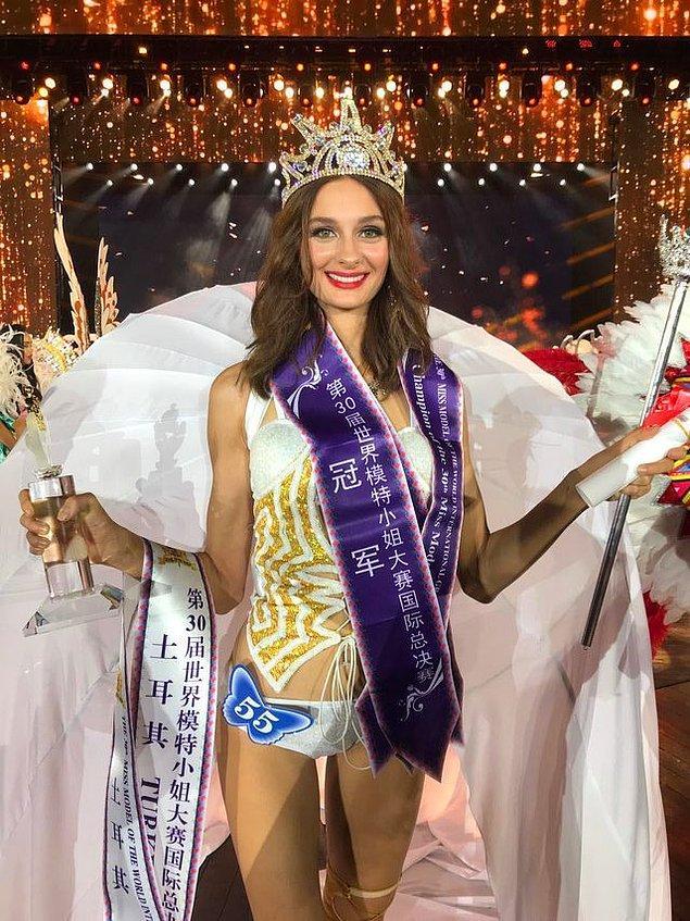 2017 yılında katıldığı Miss Turkey yarışmasında ikinci olan güzel manken Pınar Tartan, bu kez Çin'de Türkiye'yi temsil etti. Dünya Mankenler Kraliçesi Yarışması'nda birinci oldu!