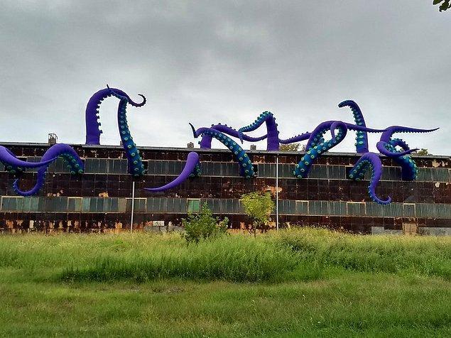 2. Philadelphia'da terk edilmiş bir binada yapılan İskandinav deniz canavarı sanatı!