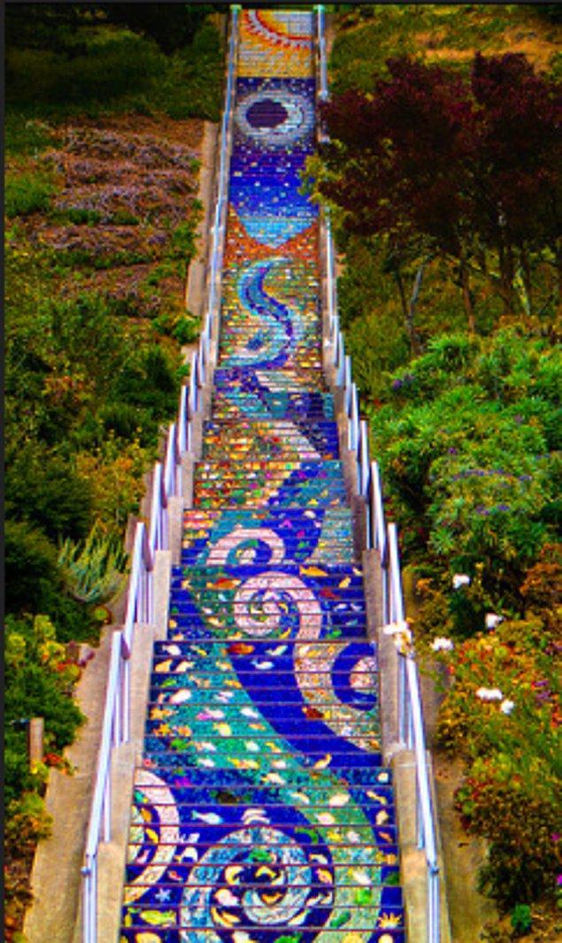 5. San Francisco'da 16. Cadde üzerindeki mozaik merdiven: