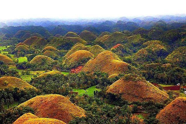 18. Yine Filipinler'den güzel bir görüntü. Çikolata Tepeleri!