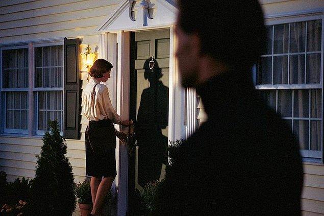 Evine dönerken seni takip eden karşı cinsin nefesini ensende hissedip nefes nefese evine koşarak girmeye çalışıyorsan,