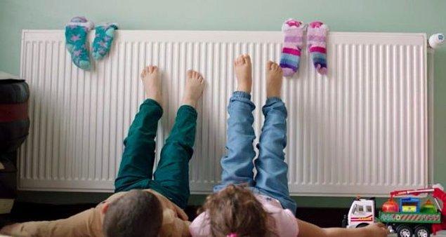 3. En güzel özelliklerinden biri de; basit şeylerden mutlu olmalarıdır. Çocuklar gibi popolarını ya da ayaklarını kalorifere yaslamaları onlara büyük zevk verir.