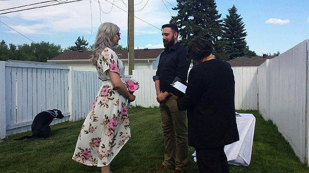 """10. """"Kocamla bu yaz arka bahçemizde evlendik ve o günden kalan favori fotoğrafım bu."""""""