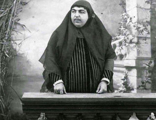 2. Batı dünyasıyla olan yoğun etkileşim elbette bütün kültürleri etkiledi. Dolayısıyla güzellik standartları da değişti. Ama 19. yüzyıl İran güzellik standartlarını düşününce akıllara tek bir kadın geliyor.