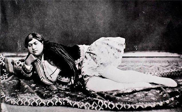 5. Zahra döneminin ilk feminist kadınları arasında yer alıyordu.