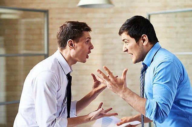 Konuşma esnasında karşındaki insanın senin sesini bastırmak için bağırarak konuşması.
