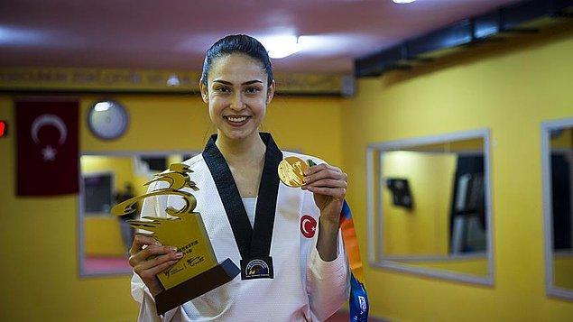 Dünya ve Avrupa şampiyonu milli sporcumuz, Çin'in Wuxi kentinde düzenlenen Grand Slam Şampiyonlar Serisi'nde altın madalya kazanan tek Türk sporcu olmuştu.