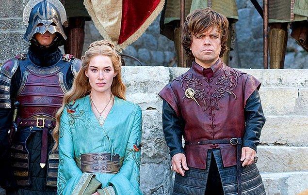 7. Dizide Tyrion ve Cersei arasında çok güçlü bir kardeşlik bağı olmasa da, bu karakterleri canlandıran oyuncular Peter Dinklage ve Lena Headey oldukça iyi anlaşıyorlar.