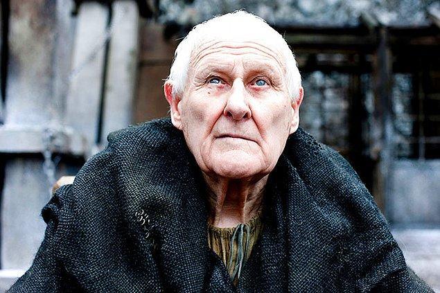 11. Dizide Üstat Aemon Targaryen rolünü canlandıran Peter Vaughan, gerçek hayatta da görme engelliymiş.