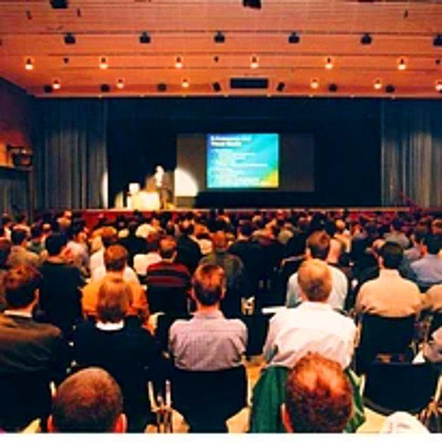 Katılmak zorunda olduğun bir konferans