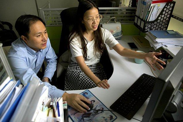Oldukça cesur adımlar atan He Jiankui'nin gözlemlerine göre AIDS virüsüne dayanıklı DNA tasarımı şimdilik başarılı gözüküyor.