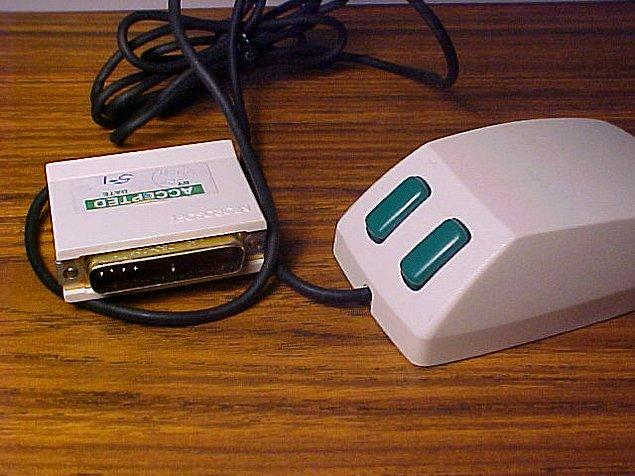 14. Microsoft Mouse, Microsoft'un periferik fare dünyasına ilk adımıydı. 1983 yılında piyasaya sürülen cihaza, herhangi bir Microsoft programını satın aldığınızda sahip olabiliyordunuz.