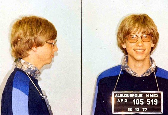 17. Gates'in tutuklanma fotoğrafı, aslında Outlook 2010'daki varsayılan resim seçeneği için ana hatları oluşturur.