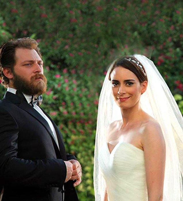 9. Dizi setinde başlayan ilişkilerini evlilikle sürdüren Melisa Sözen ve Alican Yücesoy çifti, 5 ay sonra boşandı.