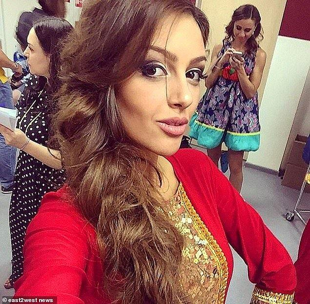 Babasının soyadı Gorbatenko olmasına rağmen kariyeri boyunca Voevodina soyadını kullanan Oksana'nın daha önce evlenip evlenmediği bilinmiyor.