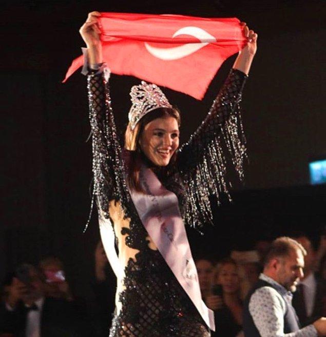 """""""Türk'ün zaferi"""" manşetleriyle gündeme gelen genç kız, çeşitli televizyon programlarına da katılmaya başladı."""